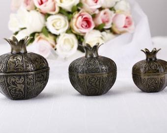pomegranate wedding favor boxes, antique gold wedding favors, unique wedding favours, wedding reception decor, favour box, wedding supplies