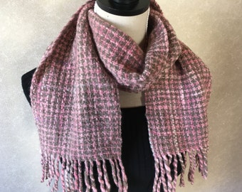 Hand-spun thread houndstooth scarf