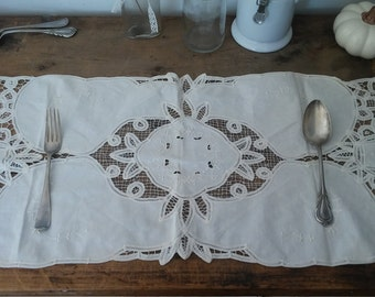 long placemat, cotton placemat, handmade placemat, farmhouse decor, shabby chic, bohemian decor