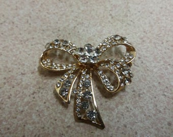 Vintage Glass Stone Goldtone Bow Brooch - Kitsch Home Boho Piece