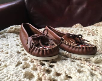 70s Vintage Brown Minnetonka Leather Moccasins with Eagle Beadwork, Fringe and Brown cotton laces (Girls 3, Womens 5)