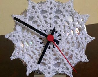 Crochet table clock