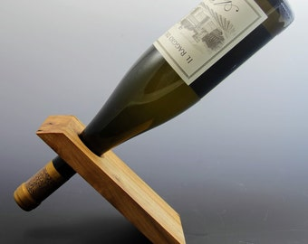 Balancing wine bottle holder