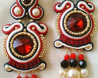 Pending soutache made completely by hand in red, black and white
