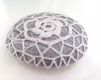 Lace stone made in Italy, white Crochet Covered Stone, faith cushion, Paperweight, Home Decor, Beach Celtic Wedding, Celtic wedding
