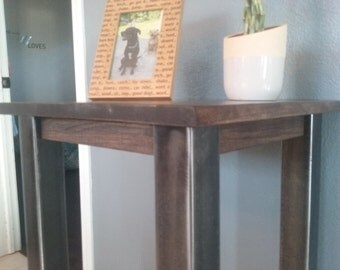 End table / Night Stand / Bedside Table
