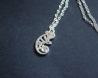Silver tone chameleon necklace lizard gecko