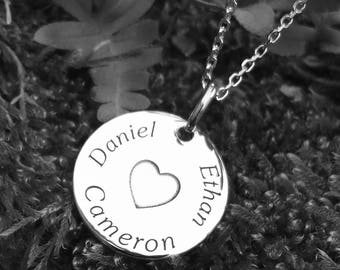 Silver Pendant Necklace - Personalized Names and Heart. AlomiAbroad Jewellery Gift for children, lovers, frienship, a family member