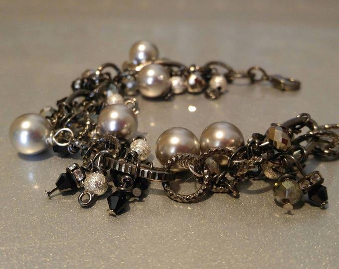 Swarovski gray Pearl bracelet. Handmade Gray pearl bracelet.  Swarovski grey bead bracelet. Gift for her. Ladies bracelet. Black diamond cut