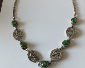 Gorgeous vintage necklace made by Miracle