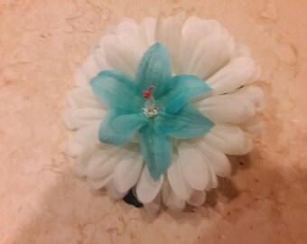 Daisy Blue Hair Clip