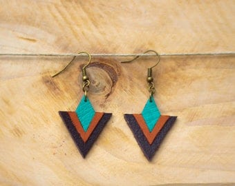 Timéo sea green, camel and brown leather earrings