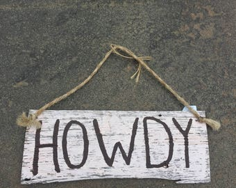 Wood Howdy sign