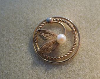 brooch 12 gold filled vintage filigree real pearl