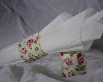 4 חבקי מפיות מפוארים בדוגמא פרחונית עם תחרה*  Beautiful Floral Napkin Rings