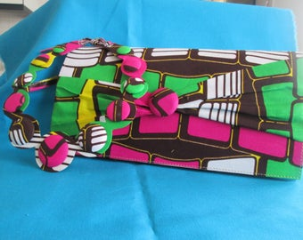Multicolored necklace and clutch in wax