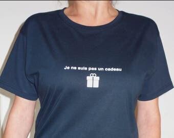 T-Shirt. I'm not a gift. White pattern