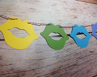 Rainbow lip garland 9 ft