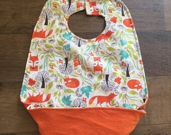 No-spill waterproof meal bib with snap pocket