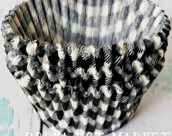 FREE SHIPPING 100 Cupcake Liners for DIY Party Baking in Black and White Buffalo Gingham Check Plaid
