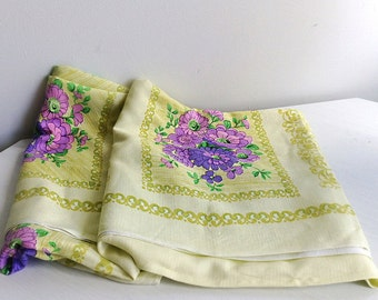 Large Vintage Tablecloth, Lilac, Light Green, Cotton, Flowers, Purple, Yellow/Green, Faded Flowers, Rustic Decor, Cottage Chic