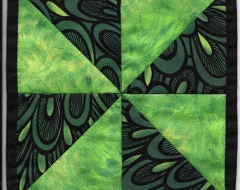 Free US Shipping! Miniature Green Pinwheel #6372 Dollhouse Quilt or Rug Great for OOAK Sculpt Doll