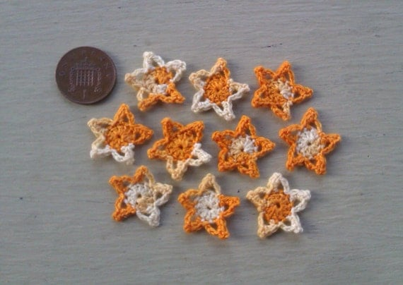 10s of 7/8 inch / 2.25cm Crocheted Orange & Cream Star card toppers / appliques