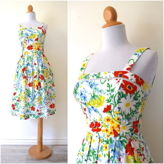 SUMMER SALE / 20% off Vintage 70s Vibrant Floral A Line Sun Dress (size xs)