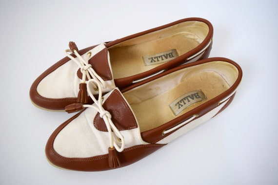 Vintage 80s 90s BALLY Brown Leather and White Canvas Slip On Loafers (size 8.5)