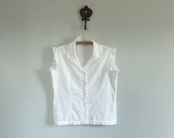 1960s white button up top sleeveles top lacy tank top