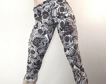 Black Sugar Skulls Yoga Pant Fold Over Waist/High Waisted Capri SXYfitness
