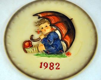 Vintage Hummel Goebel 1982 Annual Umbrella Girl Bas Relief Porcelain Collectors Plate in Original Box