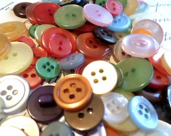 100 COLORFUL BUTTONS for Sewing Crafts Scrapbooking Cardmaking Jewelry