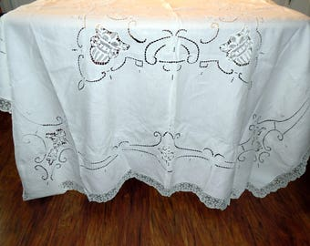 Vintage Cutter Tablecloth Beautiful Pulled Thread Battenburg  Inserts Cutter 68 X 100 Inches Pillows Doiley Crafting Projects ECS
