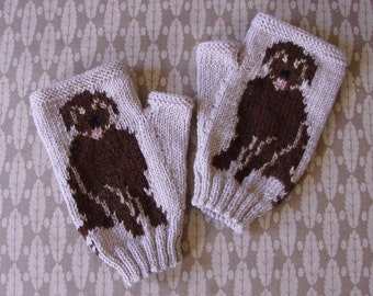 Labrador Retriever fingerless gloves/mitts - hand knit in beige 4ply merino wool