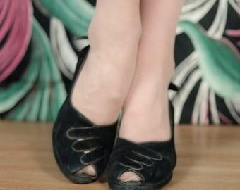 SALE - Vintage 1940s Shoes - Stunning Black Suede Surrealist Gloved Hand Cuban Heel Peeptoe Pumps Size 6 N