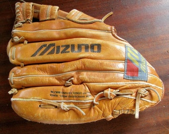 Vintage Mizuno Baseball Glove