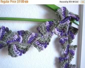 holiday sale Hand crocheted, very good looking scarf, new, variegated