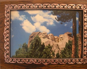 Vintage Wall Hanging MOUNT RUSHMORE Framed Postcard Gold Chain For Hanging Made by A&F Made in Canada Mt Rushmore Souvenir