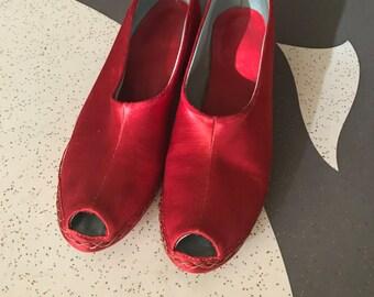 Honeymoon in Shanghai - 1940's Red Satin Peep Toe Slippers