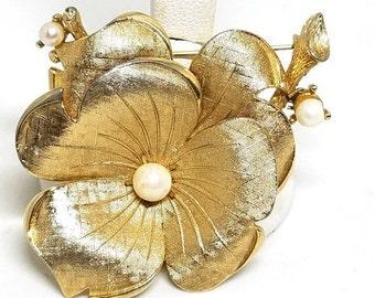 50% OFF LISNER Vintage Gold tone Pansy Flower Pin  Faux Pearls