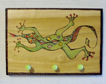 lizard key jewelry rack 3 pegs 5x8 inches green gecko style lizard wood burning pyrography hanger attached ready to ship