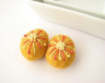 Felted wool beads // yellow //abstract floral ornaments// Embroidery beads, handmade wool beads, felt wool ornaments, felt pendant