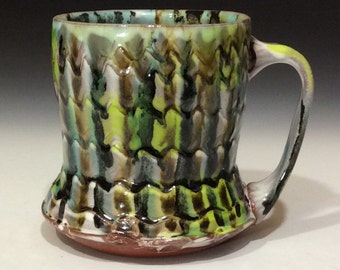 Striped mug with wavy texture