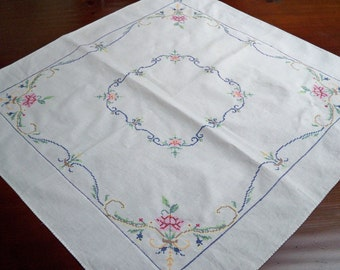 Vintage Dining Table Linens Hand Stitched Table Cloth Topper 1950's Centerpiece Frame