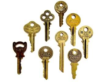 9 keys Key collection Vintage key with writing Antique keys Number keys House keys Old keys Interesting antique keys Brand name keys A1 #10