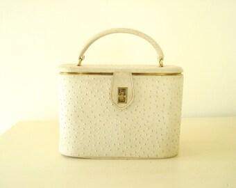 Cream train case, vintage cosmetic case in ostrich pattern, 1950 luggage, vintage make-up case, travel case, Parisian chic storage case