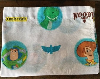 Vintage TOY STORE twin flat sheet, Woody and Buzz Lightyear Circles, Pixar, Disney, Fabric Supply, 90s Character Sheets, Movies, Cartoons