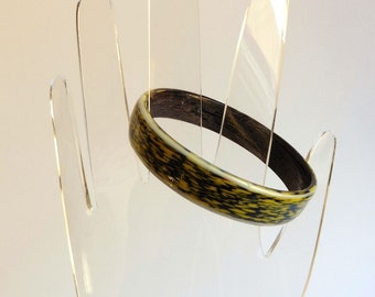 1980s enamel bangle, abstract textural pattern in black and lime yellow - medium size, Post-Modern, Memphis, New Wave