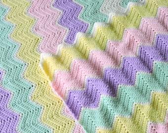 Vintage Crochet Baby Blanket / Small Vintage Afghan / Crochet Zig Zag Afghan